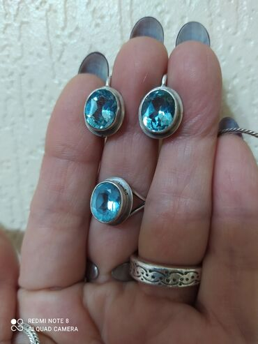 Продаю шикарный набор в серебре с натуральным камнем Голубой топаз