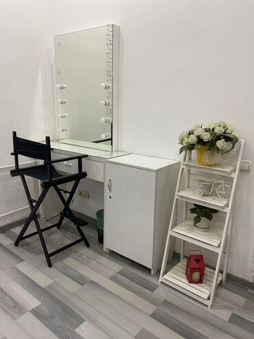 Продаётся виражный стул, зеркало, витрина, помощник парикмахера, помощ