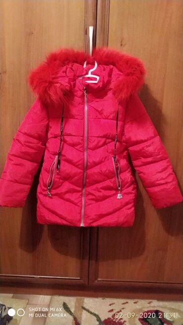 Зимняя теплая куртка на девочку. Возраст 5-6лет. Красного цвета