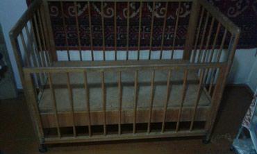 Продаю детскую кроватку прочная сдвижной борт в Бишкек