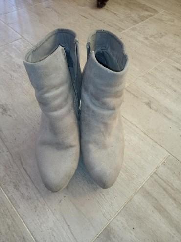 Ženska obuća | Gornji Milanovac: Ocuvane,bez maneamtilop cizmice. Vidi se po slikama,bez