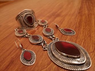 серебряный комплект с красными камнями в Кыргызстан: Красивый старинный афганский серебряный комплект украшений