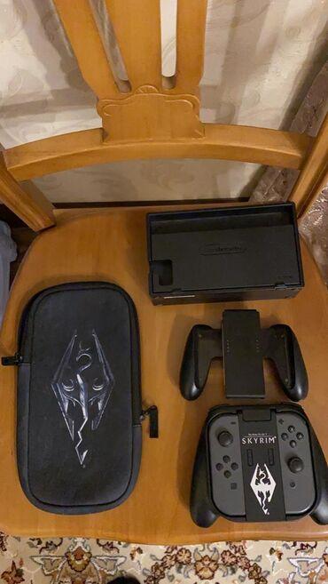 Nintendo Switch - Кыргызстан: Продаю Nintendo switch прошитая 64гб с двумя комплектами joy con,двумя