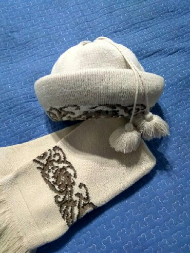 Женская шапка с шарфом,очень красиво смотрится, пр-во Польша. Забрать