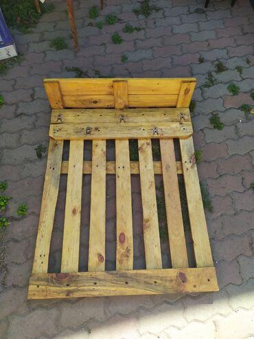 Садовая мебель - Кыргызстан: Продаю бу стол из палетов и орг.стекла.1 шт. Вешалка в проходку или л