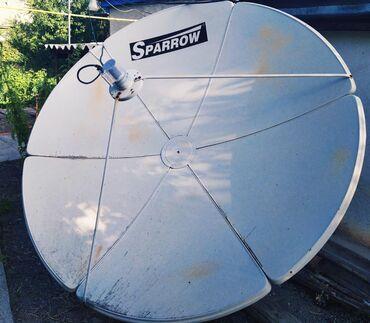 Спутниковое ТВ. В хорошем состоянии, 2м. по диагонали. В комплекте всё