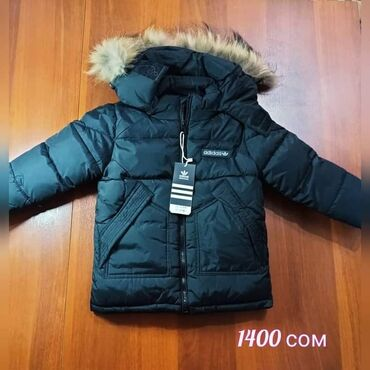 трикотаж платья в Кыргызстан: Зимняя куртка теплая на мальчика, черного цвета на 4-5 лет
