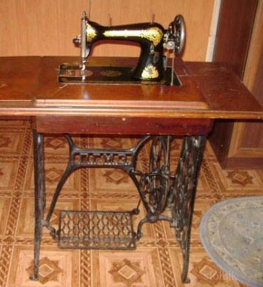 Искусство и коллекционирование - Беловодское: Швейная машинка ПГМЗ педальная раритет.  В рабочем состоянии
