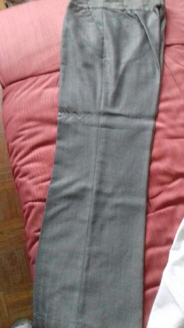 Zenski kostim - Srbija: Zenske pantalone.Boja siva. Dezen rblja kost diskretno .Velicina 38