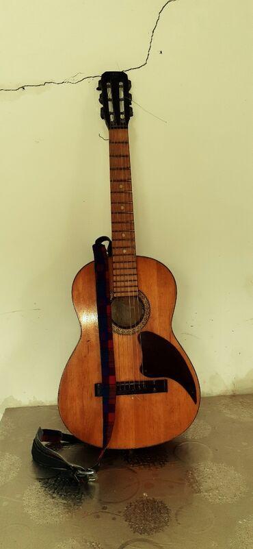 gitara satilir в Азербайджан: Instrumental gitara prablemi yoxdu tecili satılır 150 m ()