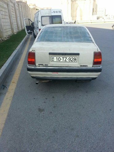Bakı şəhərində Opel Omeqa mawini satilir bidene karopkasi iwlemir karopkaninda qiymet