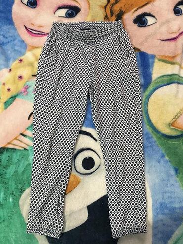 Dečije Farmerke i Pantalone | Novi Sad: HM letnje pantalone, vel.4-5 god. dužina 66,5cm, mereno od
