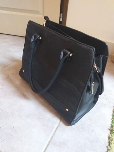 Prada torba je turskoj e - Srbija: Torba,kupljena u Turskoj. kvalitetna nenosena