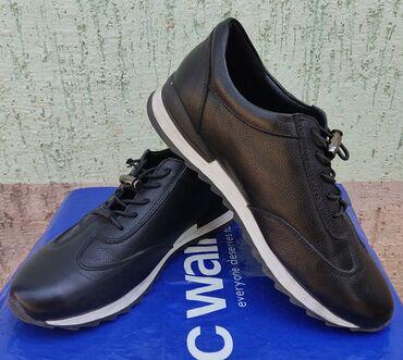 обувь для чихуахуа в Кыргызстан: Продаю. Подростковые на мальчика. В очень хорошем состоянии. Чёрного