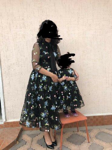 женское платье 56 размера в Кыргызстан: Платья мама и дочь. Размер взрослого платья 46-48, имеется замок