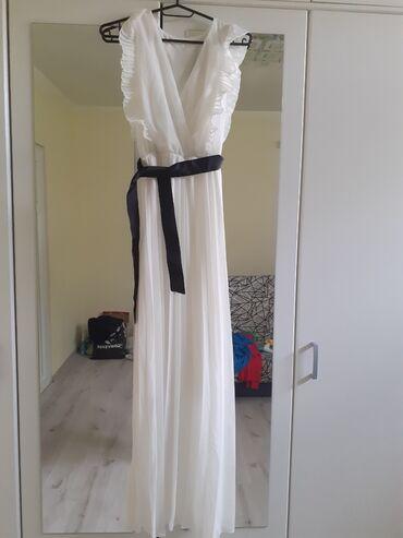 Prelepa bela dugacka haljinaUniverzalna velicina Nova, nikad nije