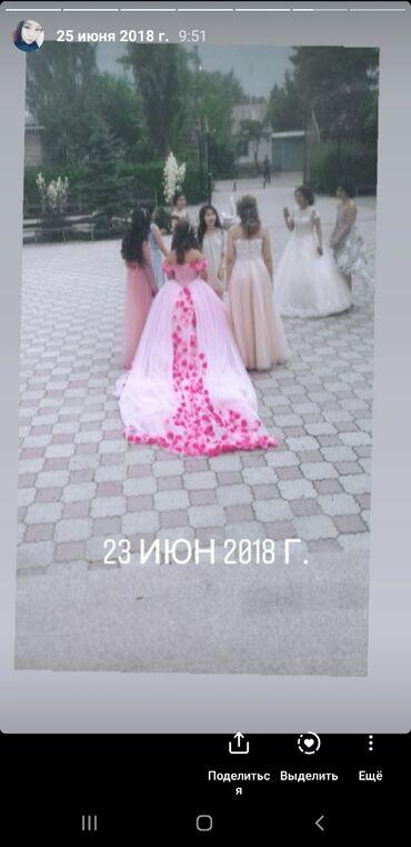 Продаю платье, надевала всего раз. Размер 42-44