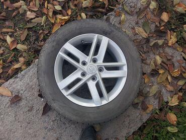 диски на тойота камри в Кыргызстан: Комплект б.у. колес R16 215/60 шины +диски на Toyotaдиски R16 реплика