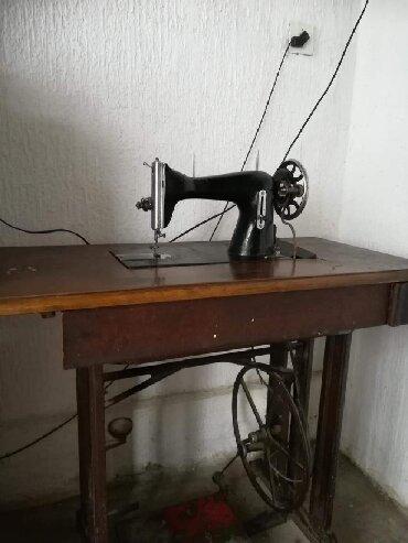 Masine za sivenje - Srbija: Prodajem masinu za sivenje GALANZ,veoma stara ali ispravnaCena