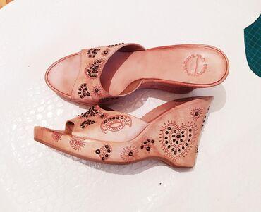 Женские туфли в Араван: Кожаные сабо новые 40р . очень красивые. мне большие оказались