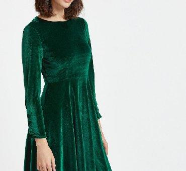 длинное платье темно зеленого в Кыргызстан: Длинное велюровое платье с карманами, цвет темно-зеленый, размер 42