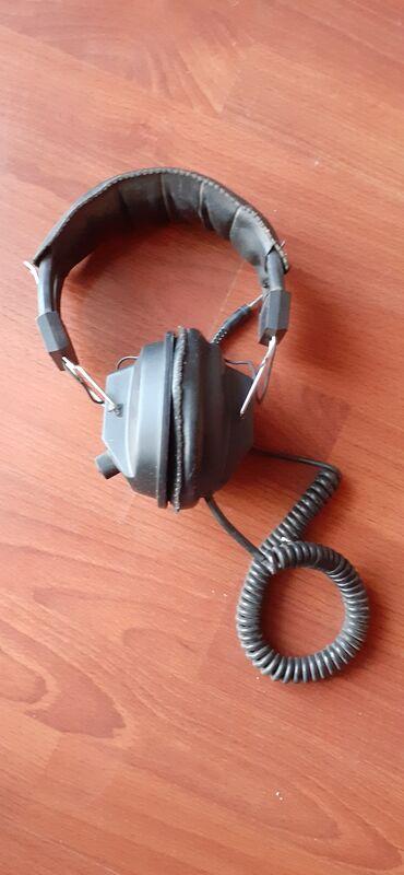 Elektronika - Zrenjanin: Studijske slušalice INTERSOUND   Levi deo slušalice ne radi, ali je ja