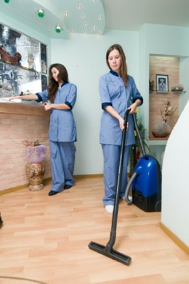 Indoor cleaning | Cafes, shops, Entryways | Chandelier cleaning