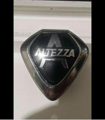 Продаю эмблема значок на решетку Тойота алтезза состояние идеальное