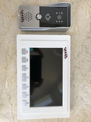 Domofon.7 inch ekrana sahibdi,zamokla açmağ xusisseyti var,250 m hem