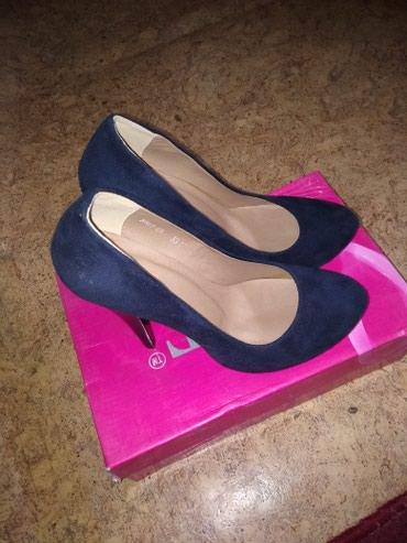Продаю туфли новые,35размер тем.синий каблук 12см за 1000 отдам. в Бишкек