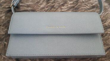 Спорт и хобби - Новопокровка: Новая маленькая сумочка на длинной ручке, с подарочной коробкой. Бренд