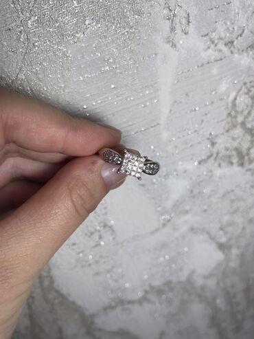 Продаю серебряное кольцо 925 пробы.  Размер 18 Цена 600 сос