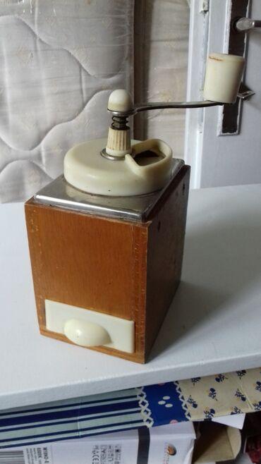 Mlin za biber. Drveni ispravan iz 60-tih godina