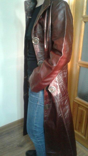Плащи - Кыргызстан: Стильный, кожаный, качественный плащ. Размер 42-44. Смотриться очень