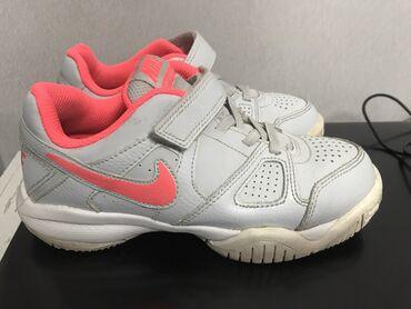 Кроссовки Nike оригинал для девочки. Состояние отличное