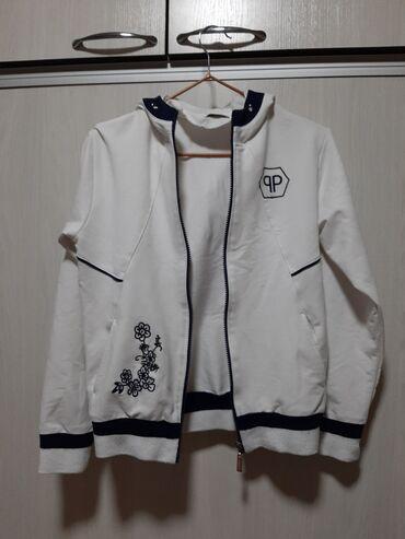 Две белые кофты на девочку 9-11 лет, в зависимости от комплекции