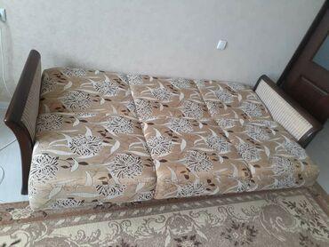 Срочно продаю раскладной диван хорошее состояниевнизу есть полочка