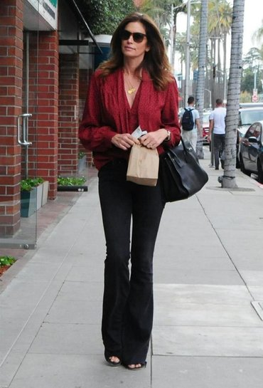 Женские джинсы в Кыргызстан: Крутые джинсы клёш от Loft. Купила в Loft Азия молл. Плотная