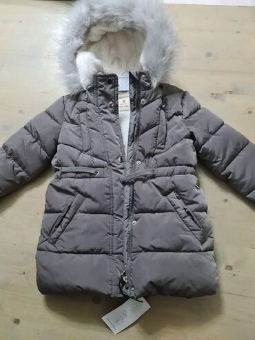 Детская куртка, на девочку 4-5 лет.  Покупали в Италии. Новая!!! Тепла