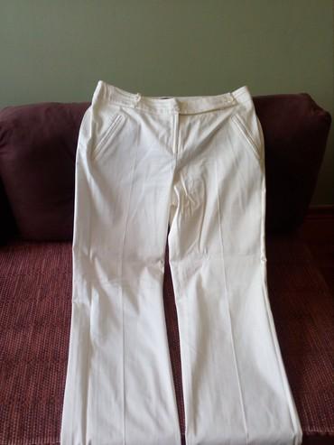 Stoji lepo - Srbija: Letnje bele pantalone, veoma lep model, prelepo stoje. Potpuno nove