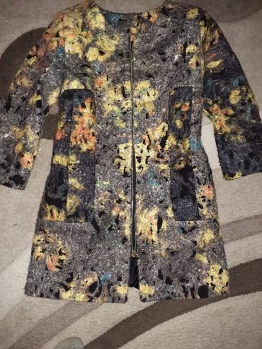 Женская одежда в Боконбаево: Весеня Пальто Пекин фабричный продаю за 299сом состояния отлично