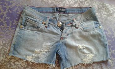 Bakı şəhərində Armani Jeans Şortik.1-2defe geyinilibela veziyyetdedir yeniden