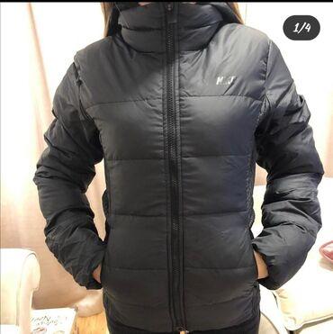 Nike jakna (perjana jakna)   jedina mana ima jednu tackicu koja moze d