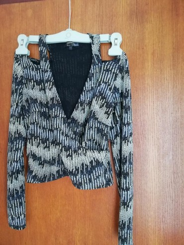 Prodajem majicu - Srbija: Prodajem Koton crop top majicu u S velicini.Duzina 47cm. Bez