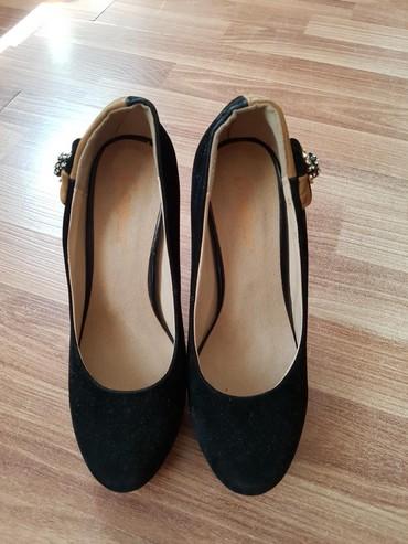 продам очень дёшево в Кыргызстан: Продам абсолютно новые вечерние туфли, очень нарядные. Размер 37,5-38