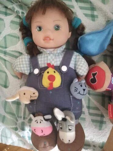 Interaktivna lutka Petra. Kupljena u radnji Dexy co. Pritiskom na