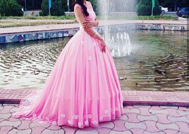 trikotazhnoe platja s rukav в Кыргызстан: Персиковое платье, со шлейфом. Плотный фатин обшитый цветочками и стра