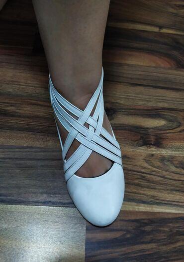 Продаю балетки, белые, абсолютно новые. Размер - 39. (What's App)
