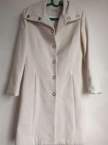Женские пальто в Бишкек: Разгружаю гардероб!Все в отличном состоянии!ПАЛЬТО ЖЕНСКОЕ