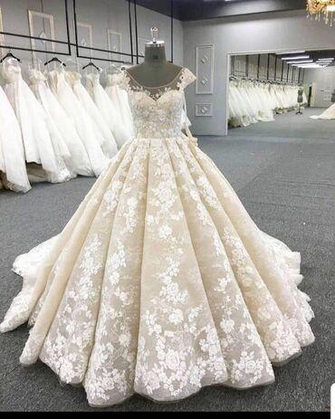 На прокат. 🥰Свадебное платье фасона кекс, с двухметровый шлейфом, цвет